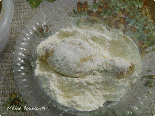 """Привет! Вот хочу поделиться с Вами своим рецептом приготовления курочки , муж называет его """"Аля Ростикс"""". Фото конечно не ахти (я не фотограф в отличии от моей сестры ☺) , но думаю все будет понятно. И так , начнем. Ингредиенты: Курица куски(размер на Ваше усмотрение)  ,мука , майонез , приправа к курице (обычно я использую Маги на второе для курицы , но она у меня закончилась , приправа может быть любая). фото 7"""