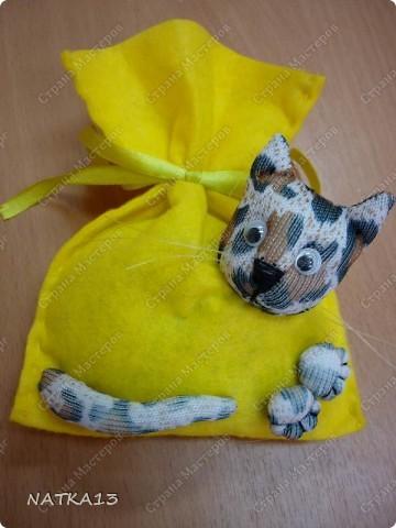 """давно нашла МК Lidia Kalambet по изготовлению сувенира """"кот в мешке""""....и вот я его сделала.на день рождения сестре,а в мешке мыло душистое и денежка фото 1"""