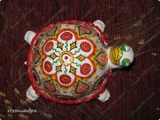 Я коллекционирую черепашек и захотелось сделать такую.... такую.... Ну чтобы ни у кого такой не было! :-)) И вот, представляю Вам черепашку Дуняшу - в стиле дымковской игрушки. Получилась нарядная, румяная и с косичкой - настоящая русская красавица! )) фото 6