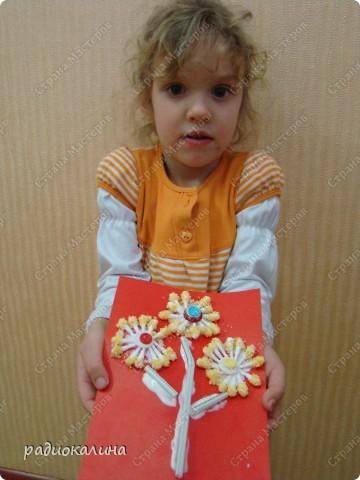 Примите дорогие женщины от наших ребяток первые весенние цветы. И улыбки детей тоже для вас! Это Максим и его букетик! фото 7