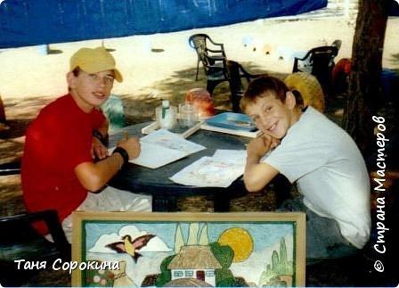 """Хочу вам показать самое начало техники пейп-арт.  Я уже писала, что техника пейп-арт придумана ещё в 2000 году, но тогда она называлась """"салфеточная пластика"""", а нить я придумала  в 2006 году, зимой в своей студии """"Акварель""""...  Летом я уже 12 лет подряд работаю в Оздоровительном центре для детей-сирот """"Орлёнок"""", на Чёрном море в Рыбаковке. Там я с детьми придумала много разных работ в салфеточной пластике, это солнышко сделано в технике """"велюр"""". фото 8"""
