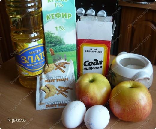 Впереди выходные и я предлагаю всем уважающим себя хозяюшкам порадовать своё семейство яблочными оладушками. Очень просты в исполнении, а вкусные.........! фото 2