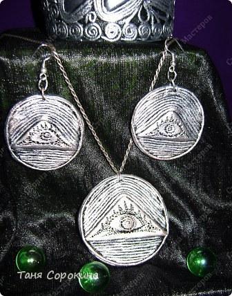 """В канун 8 марта я продолжаю ювелирную работу в моей технике пейп-арт. Решила сделать комплект к """"серебряному"""" браслету с глазами. Только при лепке развернула треугольники, чтобы глаза правильно расположились.  фото 9"""