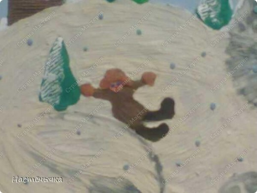 """Нам дали в саду задание - нарисовать картину на тему """"Хозяин снегов"""". Мы подошли к этому заданию коллективно. Маме принадлежала идея сделать картину из пластилина. Папа придумал концепцию картины, набросал эскиз и сделал нам панно из картонной коробки. Пришлось пожертвовать новtymrjq коробкой из-под зимних сапог мамы. Ну. чего не сделаешь для искусства))) Вместе с Егоркой мы трудились над работой долгих три дня. Для самых мелких деталей Егорушкины пальчики оказались самыми точными.  фото 6"""