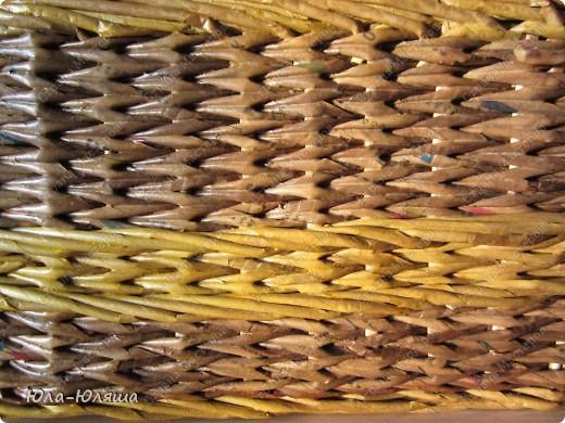 сплела корзинку из трубочек газетных, красила трубочки морилкой водной лиственница+клен и палисандр+мокко фото 5