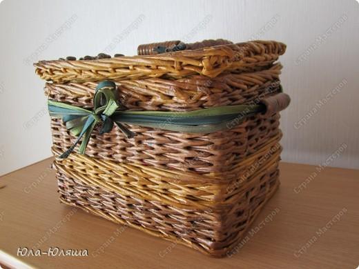 сплела корзинку из трубочек газетных, красила трубочки морилкой водной лиственница+клен и палисандр+мокко фото 1