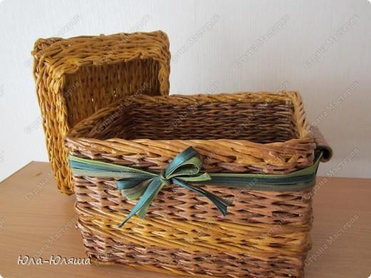 сплела корзинку из трубочек газетных, красила трубочки морилкой водной лиственница+клен и палисандр+мокко фото 6