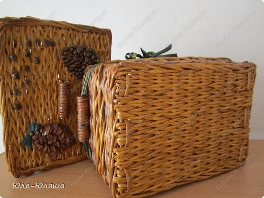сплела корзинку из трубочек газетных, красила трубочки морилкой водной лиственница+клен и палисандр+мокко фото 7