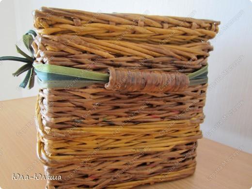 сплела корзинку из трубочек газетных, красила трубочки морилкой водной лиственница+клен и палисандр+мокко фото 8