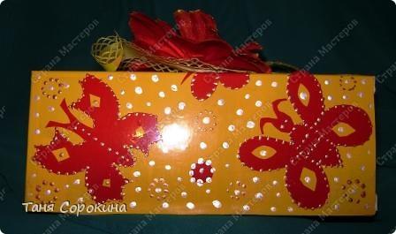 Дорогие друзья! Уже совсем скоро наш женский праздник. Я тоже готовлю подарочки моим любимым подружкам, даже первый раз сама сварила мыльце...Но не на все подарки нашла у себя готовую упаковку. Что делать? Сейчас я вам расскажу, как я за один час сделала приличную упаковку для своего мыла. фото 12