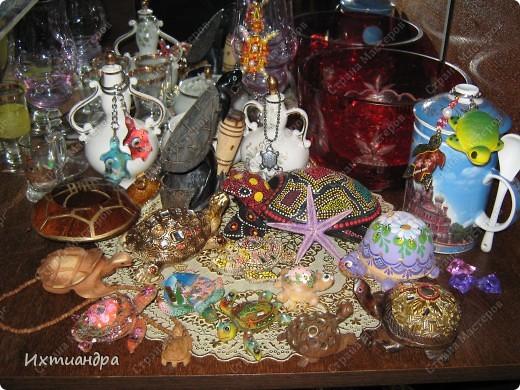 Я коллекционирую черепашек и захотелось сделать такую.... такую.... Ну чтобы ни у кого такой не было! :-)) И вот, представляю Вам черепашку Дуняшу - в стиле дымковской игрушки. Получилась нарядная, румяная и с косичкой - настоящая русская красавица! )) фото 14