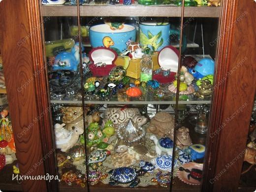 Я коллекционирую черепашек и захотелось сделать такую.... такую.... Ну чтобы ни у кого такой не было! :-)) И вот, представляю Вам черепашку Дуняшу - в стиле дымковской игрушки. Получилась нарядная, румяная и с косичкой - настоящая русская красавица! )) фото 16