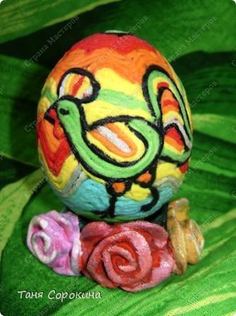 Дорогие друзья! Я сегодня расскажу вам , как делать яйца-мотанки в моей технике пейп-арт. Назвала я их так, потому что ниточки  пейп-арта мы обматываем вокруг пустой скорлупы яйца. фото 8