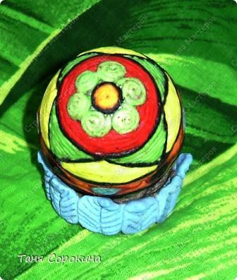 Дорогие друзья! Я сегодня расскажу вам , как делать яйца-мотанки в моей технике пейп-арт. Назвала я их так, потому что ниточки  пейп-арта мы обматываем вокруг пустой скорлупы яйца. фото 13