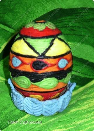 Дорогие друзья! Я сегодня расскажу вам , как делать яйца-мотанки в моей технике пейп-арт. Назвала я их так, потому что ниточки  пейп-арта мы обматываем вокруг пустой скорлупы яйца. фото 12