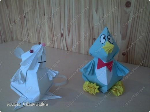 """Очень приятно, что начав с модульного оригами, дети увлеклись """"бумагоскладыванием"""". Ищут соответствующую литературу, фантазируют, увлекли и родителей, бабушек, дедушек. Знаю, что во многих семьях класса взрослые у детей научились   делать модули и с охотой помогают им в этом, только бы изделие быстрее появилось на свет. Вот и Ксюша во время карантина не сидела сложа руки и порадовала нас своими поделками.   фото 2"""