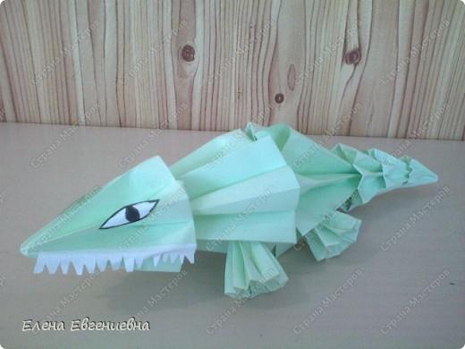"""Очень приятно, что начав с модульного оригами, дети увлеклись """"бумагоскладыванием"""". Ищут соответствующую литературу, фантазируют, увлекли и родителей, бабушек, дедушек. Знаю, что во многих семьях класса взрослые у детей научились   делать модули и с охотой помогают им в этом, только бы изделие быстрее появилось на свет. Вот и Ксюша во время карантина не сидела сложа руки и порадовала нас своими поделками.   фото 4"""