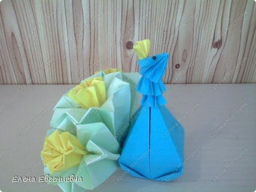 """Очень приятно, что начав с модульного оригами, дети увлеклись """"бумагоскладыванием"""". Ищут соответствующую литературу, фантазируют, увлекли и родителей, бабушек, дедушек. Знаю, что во многих семьях класса взрослые у детей научились   делать модули и с охотой помогают им в этом, только бы изделие быстрее появилось на свет. Вот и Ксюша во время карантина не сидела сложа руки и порадовала нас своими поделками.   фото 5"""