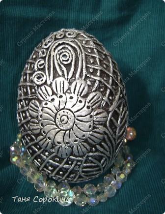 И снова яйца! Я вас , наверное, уже ими утомила... Эти яйца большие деревянные, сделаны мною давно, года три назад. Есть, конечно ещё ляпы, так что простите, если их увидите, я их тогда только придумывала... Как делать пейп-арт, смотрите по этой ссылке http://stranamasterov.ru/node/308701 фото 12