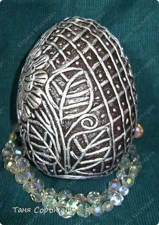 И снова яйца! Я вас , наверное, уже ими утомила... Эти яйца большие деревянные, сделаны мною давно, года три назад. Есть, конечно ещё ляпы, так что простите, если их увидите, я их тогда только придумывала... Как делать пейп-арт, смотрите по этой ссылке http://stranamasterov.ru/node/308701 фото 14
