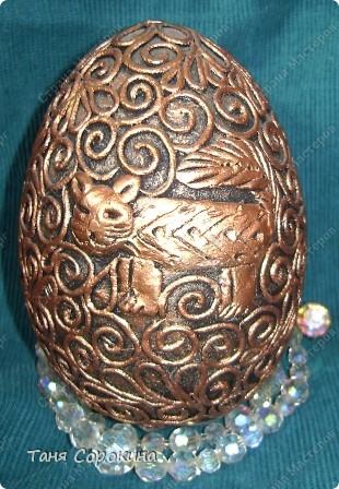 И снова яйца! Я вас , наверное, уже ими утомила... Эти яйца большие деревянные, сделаны мною давно, года три назад. Есть, конечно ещё ляпы, так что простите, если их увидите, я их тогда только придумывала... Как делать пейп-арт, смотрите по этой ссылке http://stranamasterov.ru/node/308701 фото 8