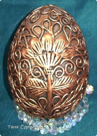 И снова яйца! Я вас , наверное, уже ими утомила... Эти яйца большие деревянные, сделаны мною давно, года три назад. Есть, конечно ещё ляпы, так что простите, если их увидите, я их тогда только придумывала... Как делать пейп-арт, смотрите по этой ссылке http://stranamasterov.ru/node/308701 фото 9