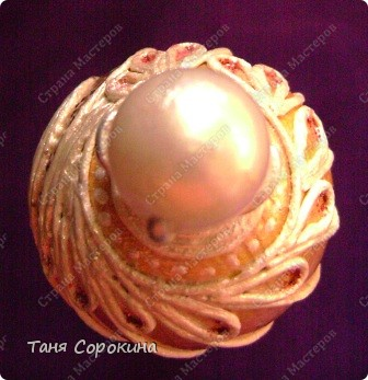Насмотрелась в Интернете яиц Фаберже и не смогла остановиться на первом. Захотелось сделать его нежным, не таким кричащим, как первое. фото 17