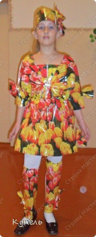 """Есть в нашей школе творческие педагоги. И это учителя начальных классов. В этом году к районному конкурсу """"Звёздный дождь"""" они подготовили театр моды. Сделали костюмы из самого бросового материала. Результат просто волшебный. Наш театр моды пригласили на Галло-концерт. фото 7"""