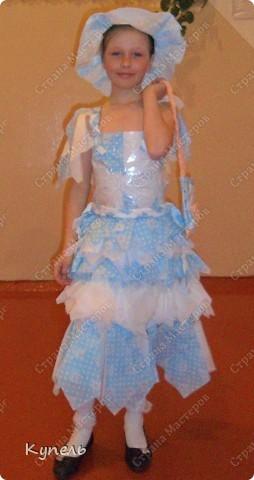 """Есть в нашей школе творческие педагоги. И это учителя начальных классов. В этом году к районному конкурсу """"Звёздный дождь"""" они подготовили театр моды. Сделали костюмы из самого бросового материала. Результат просто волшебный. Наш театр моды пригласили на Галло-концерт. фото 3"""