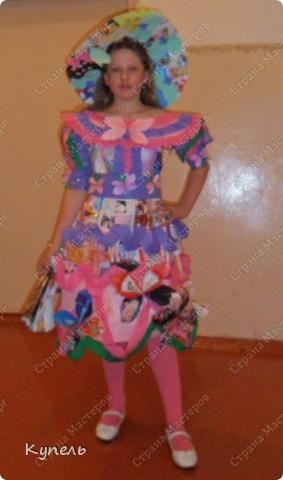"""Есть в нашей школе творческие педагоги. И это учителя начальных классов. В этом году к районному конкурсу """"Звёздный дождь"""" они подготовили театр моды. Сделали костюмы из самого бросового материала. Результат просто волшебный. Наш театр моды пригласили на Галло-концерт. фото 4"""