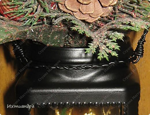 """Вот такая занятная вещица получилась у меня из простой баночки из-под кофе. Она вполне универсальна. Хотите, будет витражным фонариком... А хотите, вазочкой!  Расскажу, как сделать подобный фонарик. Итак, нам понадобится: * баночка из-под кофе * малярный скотч * акриловая краска чёрного цвета (автокраска в баллончике) * витражные краски (для начинающих подойдёт """"Гамма"""" на водной основе) * контуры по стеклу (черный и золотой) * бумажный шаблон для рисунка * проволока * жестяная крышка от консервы * ножницы фото 14"""