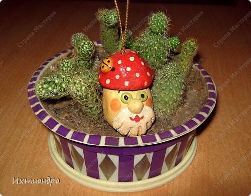Весёлый мухомор! )) (кашпо для кактусов декорировано оракалом - самоклеющейся плёнкой) http://stranamasterov.ru/node/250377 фото 1