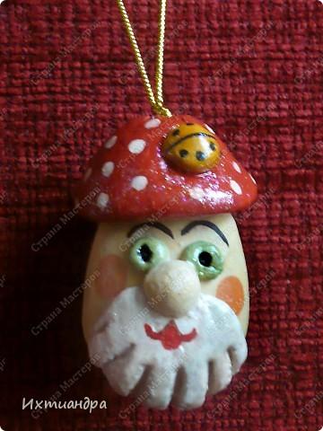 Весёлый мухомор! )) (кашпо для кактусов декорировано оракалом - самоклеющейся плёнкой) http://stranamasterov.ru/node/250377 фото 2