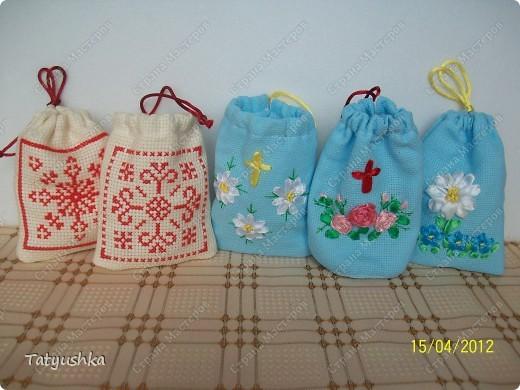 Мешочки для просфор сшиты из канвы и ткани, вышиты крестиком и лентами. фото 12