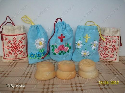 Мешочки для просфор сшиты из канвы и ткани, вышиты крестиком и лентами. фото 1