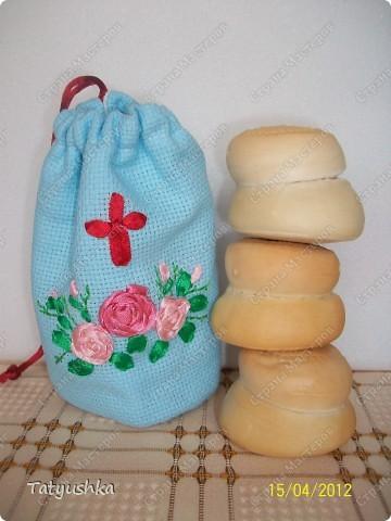 Мешочки для просфор сшиты из канвы и ткани, вышиты крестиком и лентами. фото 2
