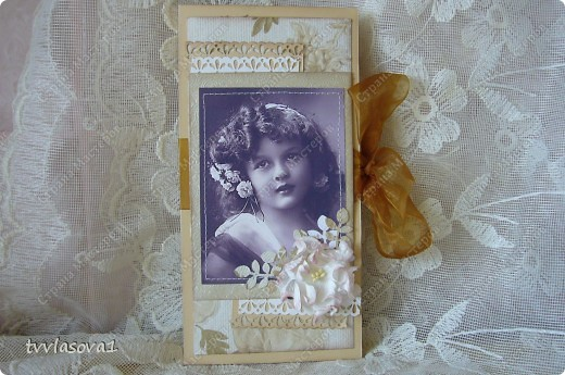"""у моей сватьи сегодня юбилей...как-то я ей еще не дарила подарочков,сделанных своими руками,а дочка мне """"НО-НО-НО!!!"""" сказала.Что означает,раз,мама,ты этим увлекаешься,то от тебя  и ждут чего-нибудь этакого...Я долго мудрствовать не стала...Обложка на паспорт,шоколадница с приложением  денежного дополнения,открытка фото 2"""