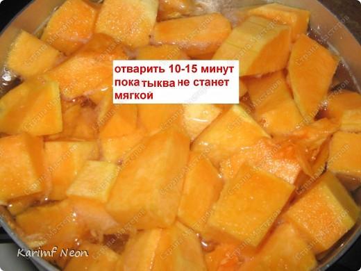 Делается очень быстро! Нужна небольшая тыква (примерно 0,7-1 кг), Плавленый сыр (1шт), луковица (1шт), сливки (100-150мл), крабовые палочки (или мясо или креветки) фото 2
