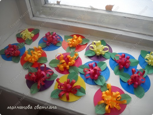 Вот такие цветочки делали детки 5 лет в подарок мамам на 8 марта. фото 2