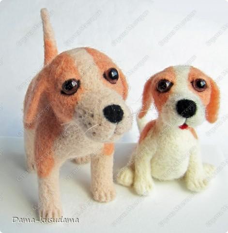 Тузики в очереди за колбасой:-)  Собачка Тузик, папа Барбосика, которого я сделала раньше.Размер игрушки 11,5 см в длину.        фото 6