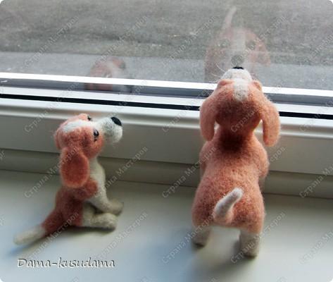 Тузики в очереди за колбасой:-)  Собачка Тузик, папа Барбосика, которого я сделала раньше.Размер игрушки 11,5 см в длину.        фото 8