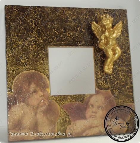 Материалы: Зеркало, салфетка, одношаговый кракелюр, гипсовая фигурка, на ангелочка двухшаговый кракелюр и акрил.  Пробую оформлять фотографии, в ФШ. Печать тоже делала в ФШ, а так же в программе Паинт Нет. фото 2