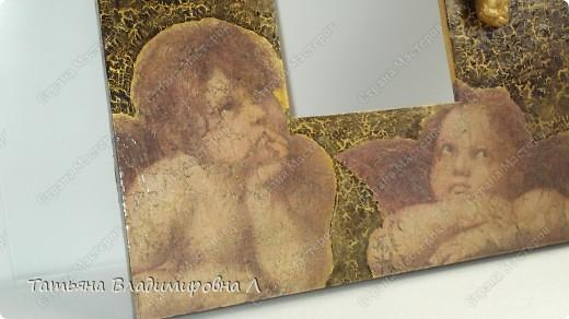 Материалы: Зеркало, салфетка, одношаговый кракелюр, гипсовая фигурка, на ангелочка двухшаговый кракелюр и акрил.  Пробую оформлять фотографии, в ФШ. Печать тоже делала в ФШ, а так же в программе Паинт Нет. фото 4