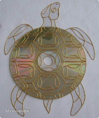 Знакомьтесь, новый житель моей коллекции - золотая черепаха. В этом посте я расскажу об этапах работы над ней и поделюсь советами витражной росписи. фото 8