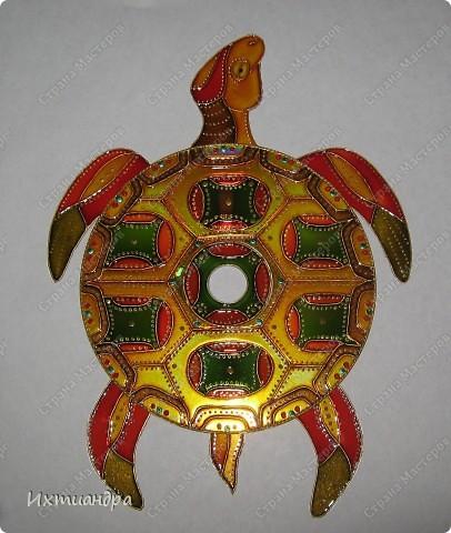 Знакомьтесь, новый житель моей коллекции - золотая черепаха. В этом посте я расскажу об этапах работы над ней и поделюсь советами витражной росписи. фото 20
