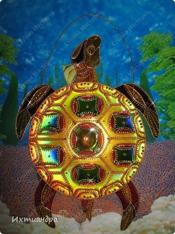 Знакомьтесь, новый житель моей коллекции - золотая черепаха. В этом посте я расскажу об этапах работы над ней и поделюсь советами витражной росписи. фото 27