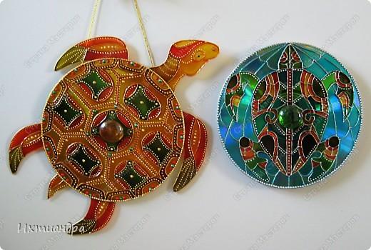Знакомьтесь, новый житель моей коллекции - золотая черепаха. В этом посте я расскажу об этапах работы над ней и поделюсь советами витражной росписи. фото 28