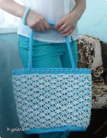 Участвую в конкурсе фотографий. Фотография №17.  Вот такая сумочка из полиэтилена с бисером связана мною крючком. С ней можно сходить на пляж, а можно и прогуляться по улице! фото 17