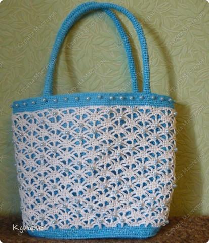 Участвую в конкурсе фотографий. Фотография №17.  Вот такая сумочка из полиэтилена с бисером связана мною крючком. С ней можно сходить на пляж, а можно и прогуляться по улице! фото 15