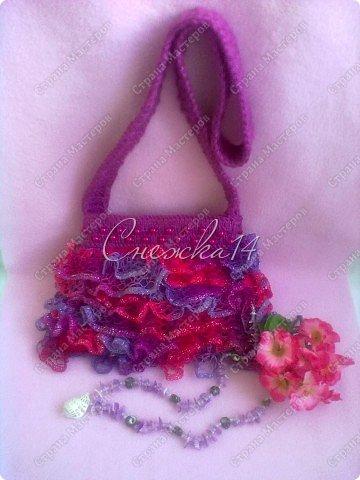Приветствую всех гостей моего блога ))  Вдохновившись новой темой Презента от Голубки связала для любимой крестницы эту сумочку. Участвую в конкурсе фотографий. фото 2